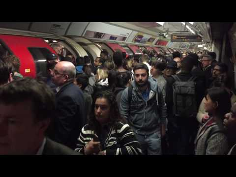 CENTRAL LINE | OXFORD CIRCUS STATION | LONDON UNDERGROUND | PEAK HOURS