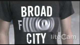 "College Student Kicked Off Flight For Wearing "" Broad City "" Shirt - Daniel Podolsky - St. Louis"