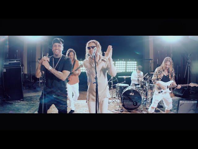 Maná & Nicky Jam - De pies a Cabeza (Video Oficial)
