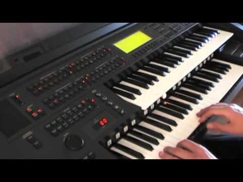Giải trí: Thử đàn Yamaha Electone EL90