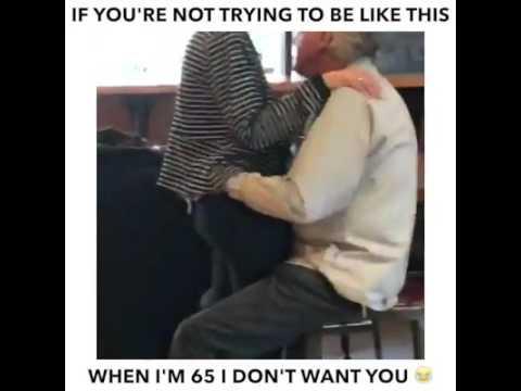 Alter man geht mit seiner Frau um wie ein junger Mann (lustig)