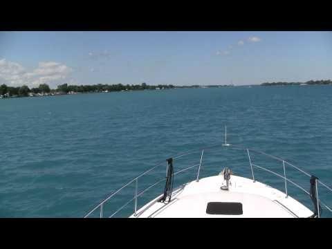 400 Sea Ray Cruising St. Clair River
