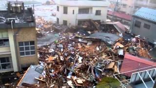 Шокирующее видео цунами в Японии(Японию все еще трясет., 2014-11-07T11:26:13.000Z)