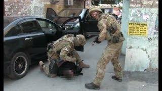 В Запорожье полицейские врывались в квартиры и грабили местных жителей
