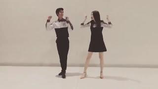 Gambar cover Apple Lapisara teaches August Vachiravit to dance Cheer up - Twice