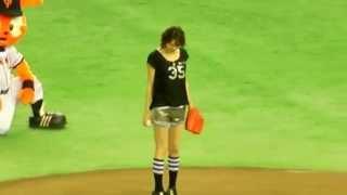 【巨人】米倉涼子さん♡始球式 ジャイアンツvsヤクルト@東京ドーム 2013...