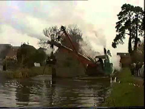 """Perseverance"" steam dredger on the Basingstoke Canal"