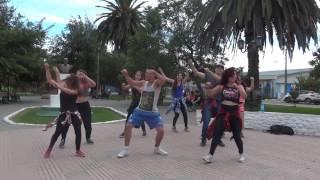 Despacito Luis Fonsi ft Daddy Yankee remix Coreografia Zumba Fitness