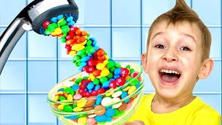РУСЛАН и мама хотят конфетный душ | РОМАРИКИ