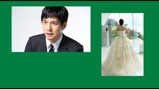 俳優の西島秀俊が2014年11月19日、16歳年下の一般女性と結婚することを...