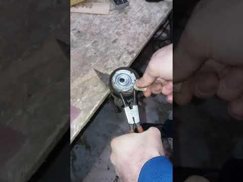 Взводим самонатяжной ролик ГРМ гранта 8 клапанов
