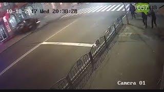 Видео момента ДТП на Сумской, где Lexus влетел в толпу людей (18+) thumbnail