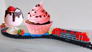 БОЛЬШАЯ ЖЕЛЕЗНАЯ дорога LEGO! Поезд Лего СИТИ возит ТОРТы и ЛИЗУНы!Почему папа чуть не съел лизуна?