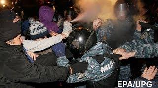 'Беркут' избивает людей  #Евромайдан  30 11 2013(ПОСЛЕДНИЕ НОВОСТИ ЕВРОМАЙДАН 30.11.13 БЕРКУТ ЖЕСТОКО РАЗОГНАЛ ЕВРО МАЙДАН 30 НОЯБРЯ 2013 \ Berkut violently dispersed EURO ..., 2013-11-30T22:58:44.000Z)