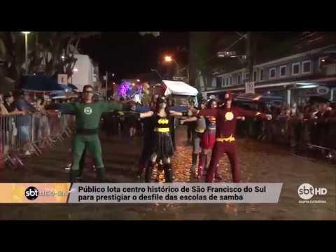 Desfile das escolas de samba em São Francisco do Sul