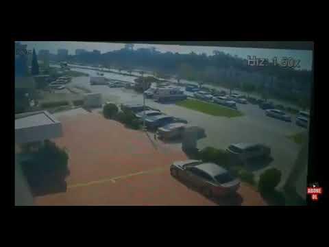 İskenderun' Daki Trafik Kazasını Güvenlik Kamerasına Yakalanan Görüntüsü