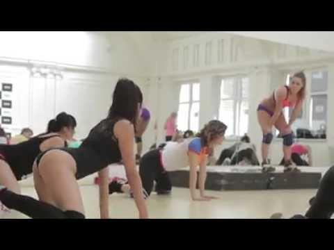 Chicas guapas bailando twerk