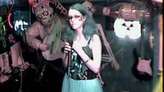Saskia singt an Helloween nine million bicycles im Karaoke Fun Pub Stuttgart
