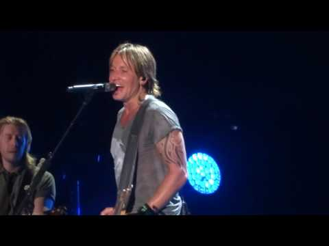 Keith Urban sings