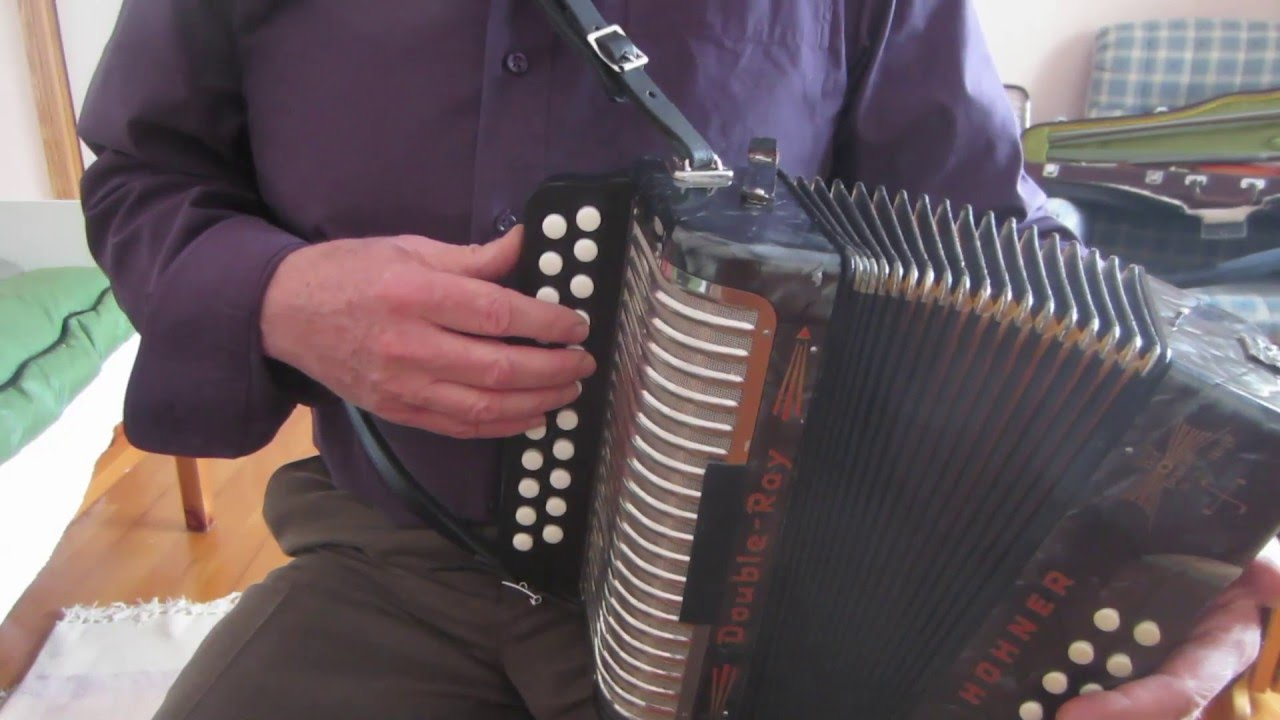Irish button accordion: alternatives to 5-note rolls on the offbeat