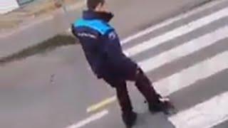 Piden que se investigue a un policía local de Pontedeume por apartar a un gato atropella