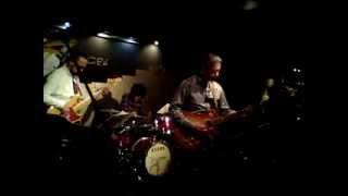 JazzとRockの間を漂う、Seem So Drive!!!のライブ@銀座MUGEN gt:オザキ...