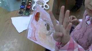 Ромашки рисуют акварелью