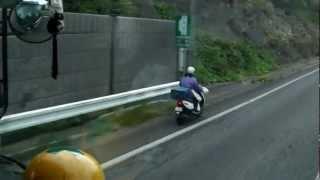 名阪国道(自動車専用道路)原付のおばちゃんが爆走!