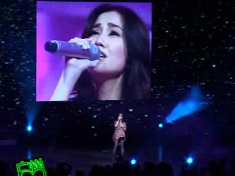 華語音樂盛典2010-女歌手-謝安琪-脆弱-年度之歌 - YouTube