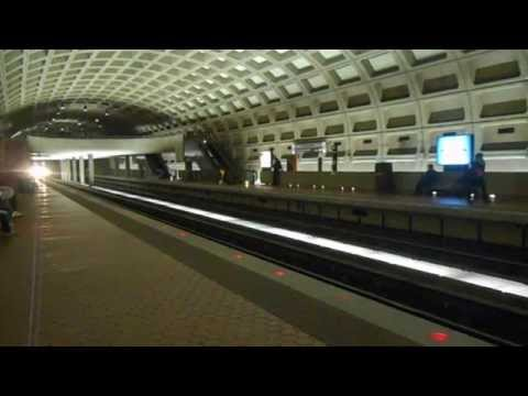 DC Metro (WMATA): 8 Cars Not In Service train pass through Farragut West