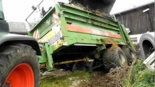 Bergung von landwirtschaftlichen Geräten aus Güllegrube 2012