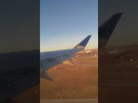 United Flight 5215 Taking Off From Omaha(Eppley Airfield)