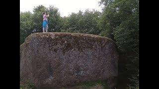 Загадочный огромный камень в Новгородской области