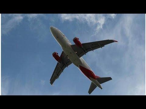 NEWS ||  Sichuan Airlines co-pilot