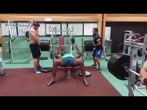 Teddy Riner tries to lift 230 kilos to the developed-coated