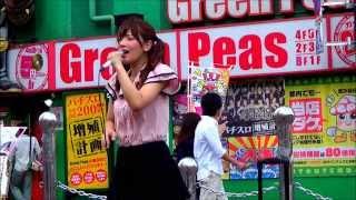 2013年8月17日、新宿東南口にて行われた藤田恵名路上ライブより、より子...