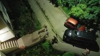 В Кубинке неизвестный протаранил несколько автомобилей во дворе, после чего скрылся