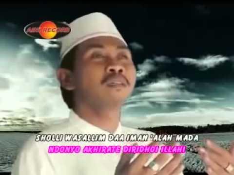 Sholawat sholli wasalimda -KH anwar zahid 2014 mp4