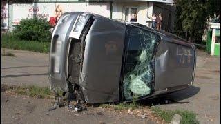 Два регистратора засняли аварию с перевернутым автомобилем в Хабаровске.MestoproTV