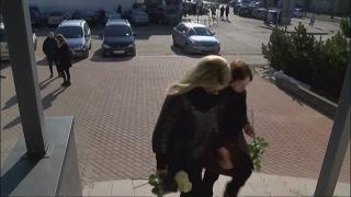 Plungėje gedulas: žmonės plūdo atsisveikinti su žiauriai nužudyta Ieva Strazdauskaite