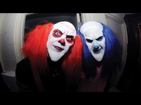 INSANE KILLER CLOWN AT MY FRONT DOOR!!! - CLOWNS