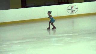 Маша на соревнованиях по фигурному катанию