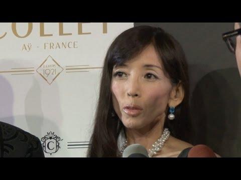 川島なお美、ダンベルで体力づくり「激やせとか言われている場合じゃない」 COLLET新商品発表会