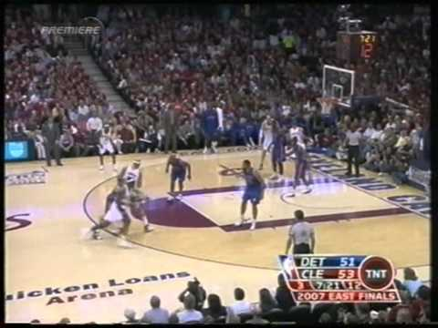 Lebron James 32 pts,9 reb,9 ast, playoffs 2007,eastern finals cavs vs pistons game 3