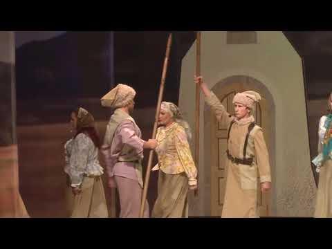 «На тихой окраине» — музыкально-драматический спектакль