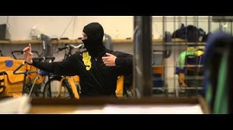 Posti-ninja jakelutoimipaikassa