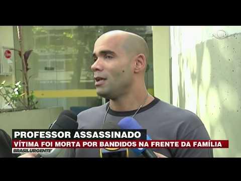 Criminosos matam professor na frente da família no RJ