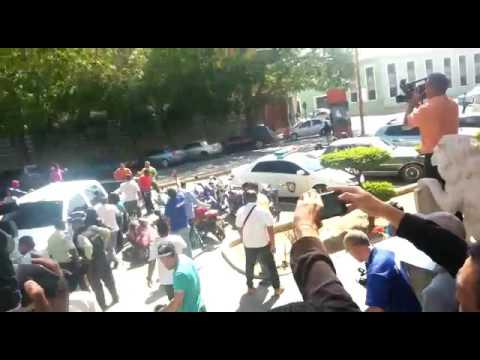 """Colectivos de """"amor"""" armados,  agrediendo a integrantes de Vente Venezuela en Coro"""