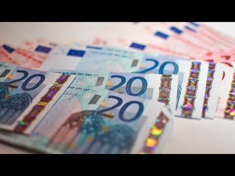 Lietuvos bankas skelbia: atlyginimai didėja kone visiems