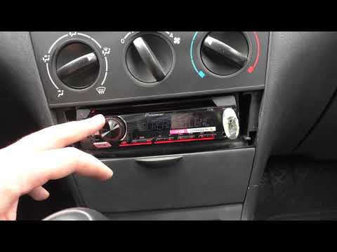 Pioneer DEH-S110UB In Corolla E120